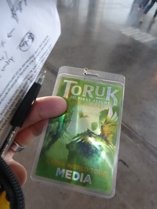 Toruk badge presse visite coulisses