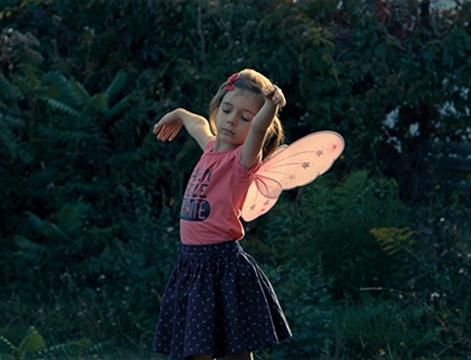 Petite fille film documentaire vignette Une
