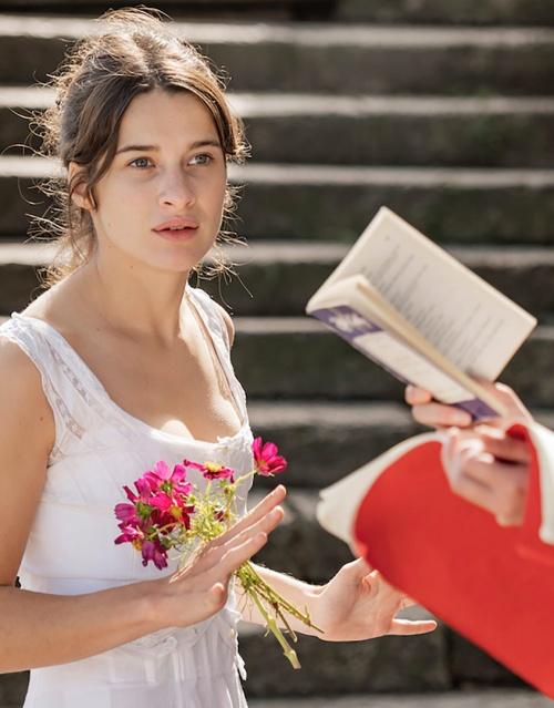 Une jeune fille qui va bien film affiche réalisé par Sandrine Kiberlain